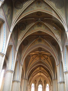 cathedral-ceiling-lighting-ideas-suggestions-vaulted-ceiling-ideas