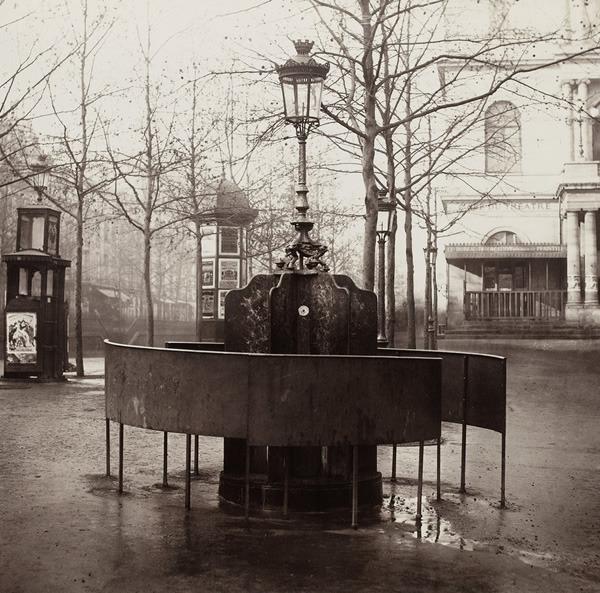 classic Paris pissoir
