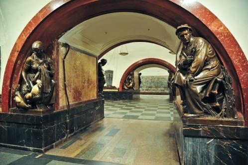ploshchad revolyutsii metro stop